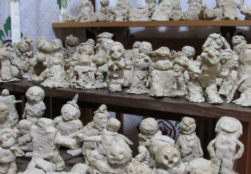 106柱の神さまを展示